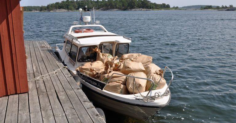 Soppåsar på båt. Fot: Björn Sundberg